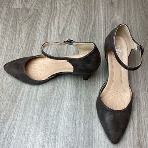 Journee Taupe Betty Pumps Heels Size 6 1/2